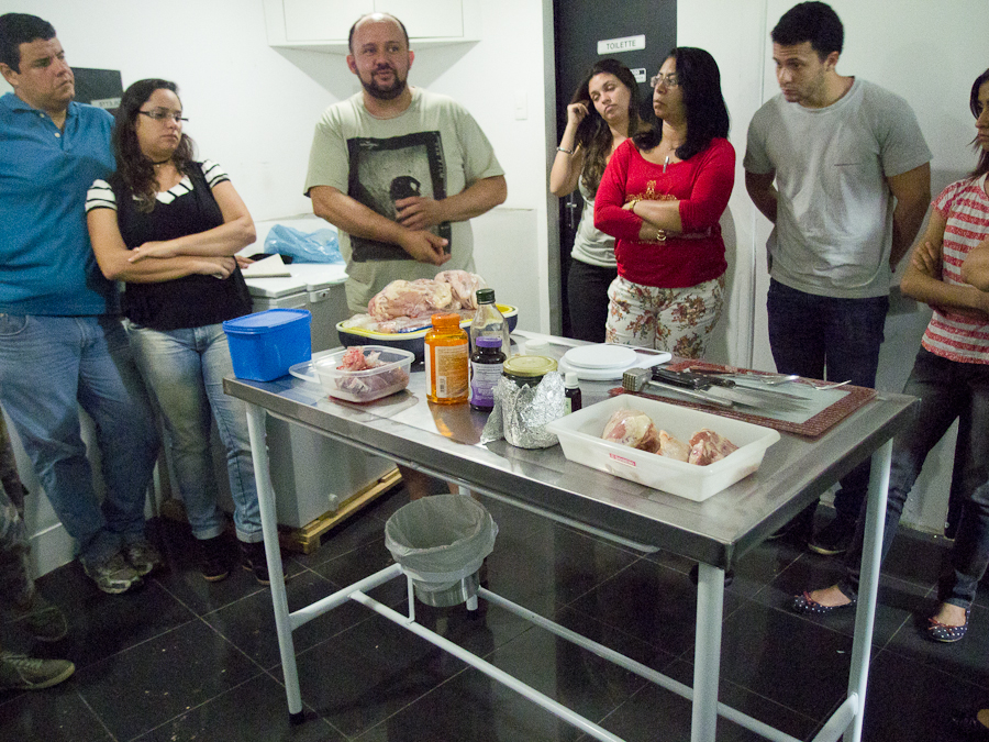 Dr. Cláudio Vieira Lyra explica como preparar comida em grandes porções